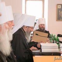 «У зв'язку з підвищеною увагою з боку громадськості та ЗМІ» до УПЦ митрополит Онуфрій закликав духовенство підвищувати свій освітній рівень і мораль