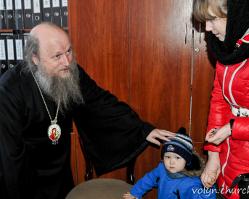 Єпископ УПЦ вручив матеріальну допомогу вдовам українських військових