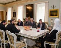 Предстоятель УПЦ КП нагородив екс-міністра культури і його співробітників
