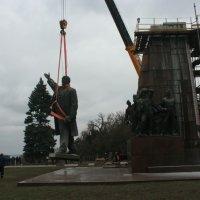 У Запоріжжі та Миколаєві УПЦ КП хоче побудувати храми в місцях, де стояли пам'ятники Леніну