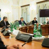 Зустріч Президента з ВРЦіРО: Україна відзначить 500-річчя Реформації на високому рівні, в армії прискорено створення капеланської служби, одностатеві шлюби не буде легалізовано