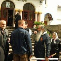 Георгіївські стрічки священика і вірян УПЦ провокували сутички на Запоріжжі та Буковині