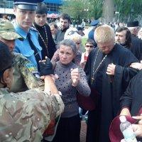 На Запоріжжі відсторонили від служб священика УПЦ, який вдягнув георгіївську стрічку