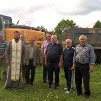 Священик УАПЦ благословив будівництво сільської ради на Івано-Франківщині