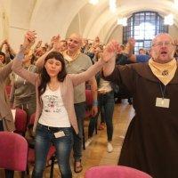 Католики Бердичева навчають молодь єврейським танцям, прийомам самооборони, основам першої допомоги, садівництву