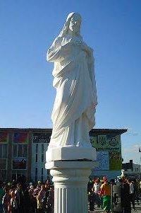 У Сватовому на Луганщині пам'ятник Леніну замінили статуєю Ісуса Христа