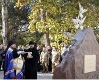 Єпископ УПЦ КП освятив перший на Одещині пам'ятник героям АТО