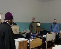 У Рівному архієпископ УПЦ КП відвідав військовий госпіталь, а у Луцьку священиків-капеланів АТО оголосили «Героями року»