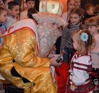 """Святий Миколай від """"Карітасу-Київ"""" відвідав з подарунками понад 2000 потребуючих дітей"""