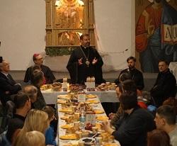Глава УГКЦ розділив святкову вечерю з тимчасово переселеними