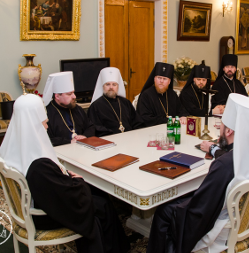 Синод УПЦ КП звільнив архієпископа, утворив нову єпархію і впорядкував систему духовної освіти