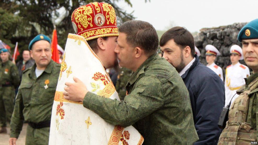 Священники из Санкт-Петербурга и УПЦ провели крестный ход по позициям боевиков в Луганской и Донецкой областях