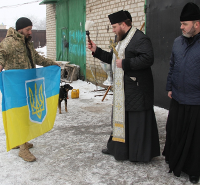 Єпископи УПЦ КП відвідують воїнів на передових позиціях і розділяють з бійцями святкову вечерю