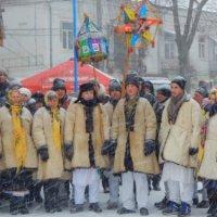 У найменшому місті України лунала найбільша коляда, а найбільшу шопку встановили у Тернополі