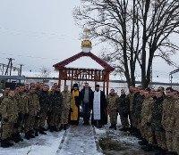 На Закарпатті священики УПЦ освятили каплицю військової частини