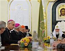 """Глава РПЦ отмечает """"успешное развитие"""" отношений с католиками"""