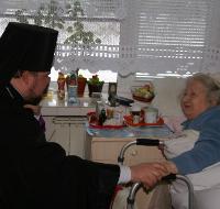 Єпископ УПЦ КП відвідав людей похилого віку в центрі соціально-психологічної допомоги