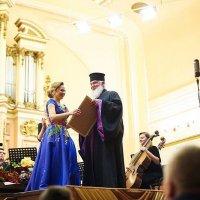 Глава УАПЦ відвідав перший сольний концерт співачки Наталі Степаняк