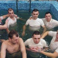 «Новое поколение» крестило в Днепре сразу 153 человека