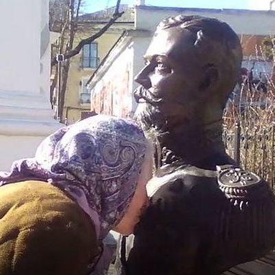 Церковная комиссия не обнаружила мироточения бюста Николая II в Симферополе