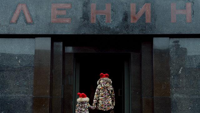 В РПЦ с опасением воспринимают призыв РПЦЗ убрать тело Ленина с Красной площади в Москве
