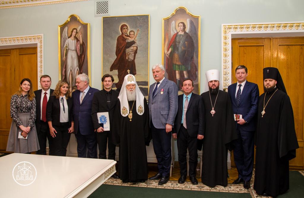 УПЦ КП нагородила організаторів меморіального центру жертв Голокосту і двох медиків-академіків