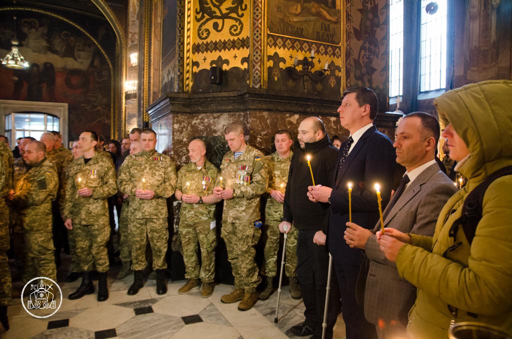 Глава УПЦ КП освятив ікони для захисників України