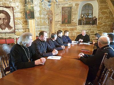 Тернопільська єпархія УАПЦ рекомендує вірянам забезпечити зарплату священикам не нижче прожиткового мінімуму