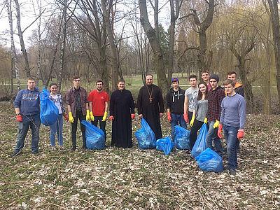 Духовенство УАПЦ взяло участь у прибиранні тернопільського гідропарку