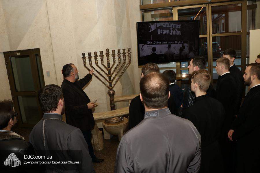 Ректор и студенты семинарии УПЦ КП посетили с дружественным визитом синагогу