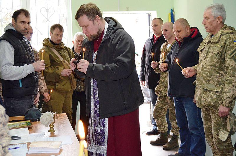 На Київщині священик УАПЦ освятив центр волонтерського руху