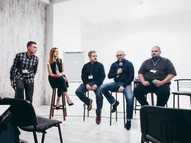 Працюють на майбутнє. У Києві християн вчили, як правильно поводитись зі студентами