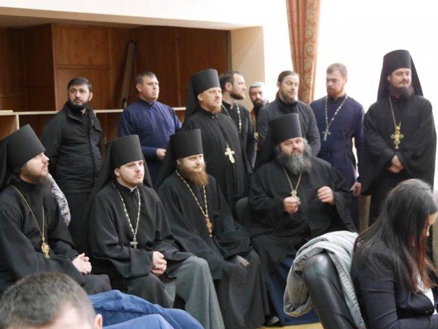 В Ужгороді на сесії міськради зіштовхнулися військові та священики УПЦ