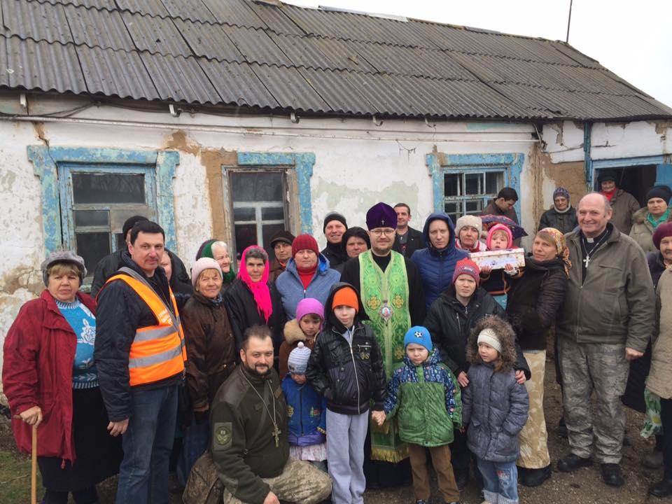 Архієпископ УПЦ КП відвідав жителів прифронтового села