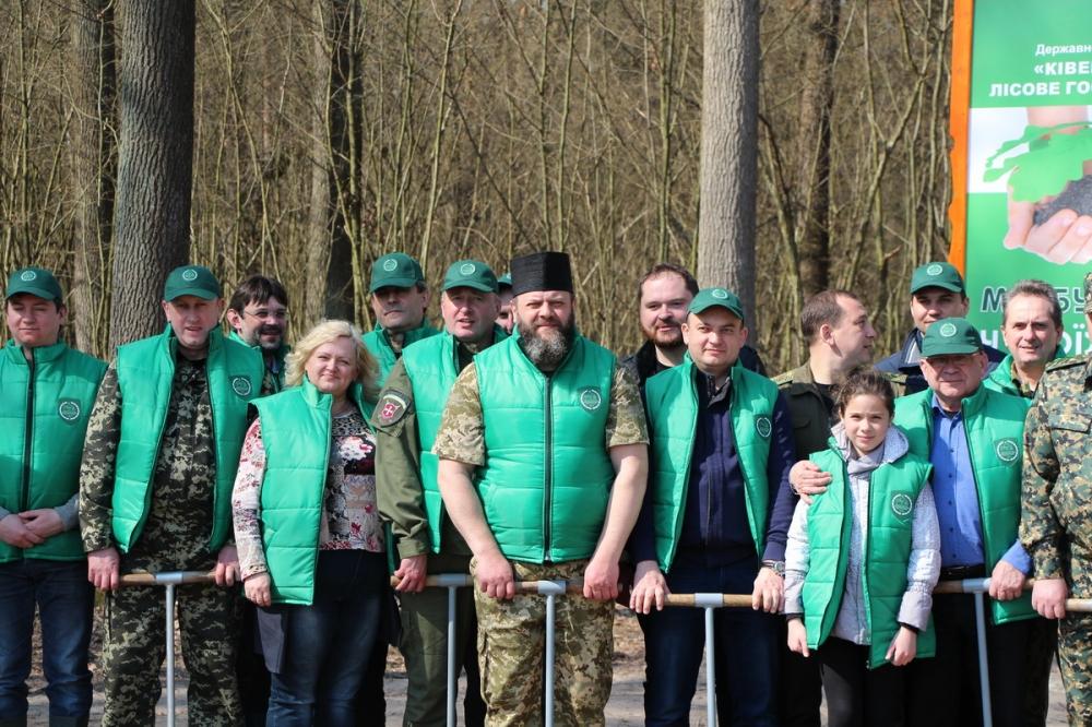 Митрополит УПЦ КП взяв участь в екологічному суботнику