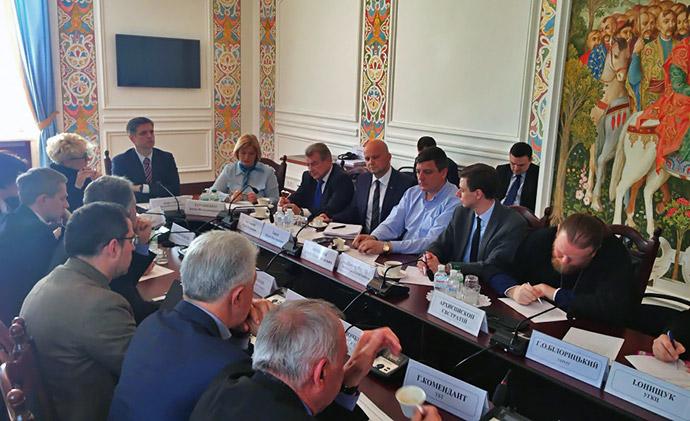 Громадська рада зі співпраці з релігійними організаціями при МЗС закликає звільнити заручників на Донбасі, в Криму та Росії