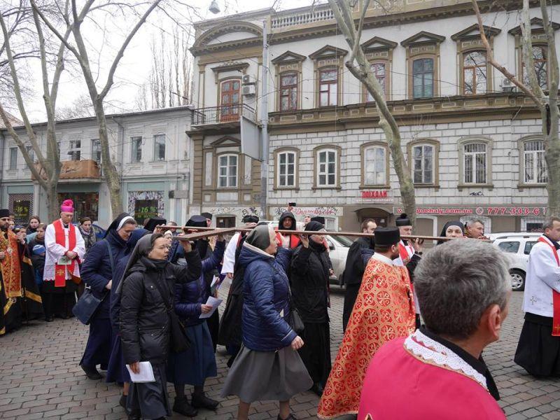 В Одесі відбулась хресна хода за участю єпископів католиків і лютеран