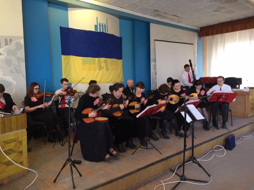 Баптистский оркестр народных инструментов выступил в зоне АТО