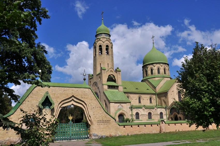 На Київщині є унікальний собор, стіни якого украшені свастикою