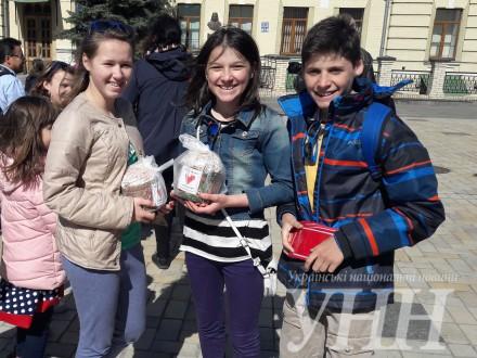 У Києві освятили 10 тисяч великодніх пасок для зони АТО