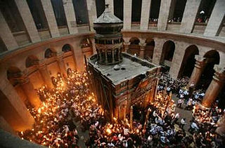 """Греческий депутат потребовал """"прекратить языческий обычай"""" — не доставлять """"Благодатный огонь"""" из Израиля в Грецию"""