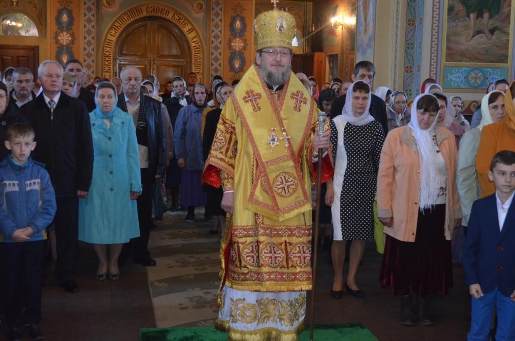 На Рівненщині митрополит УПЦ разом з міським головою зустріли Пасху