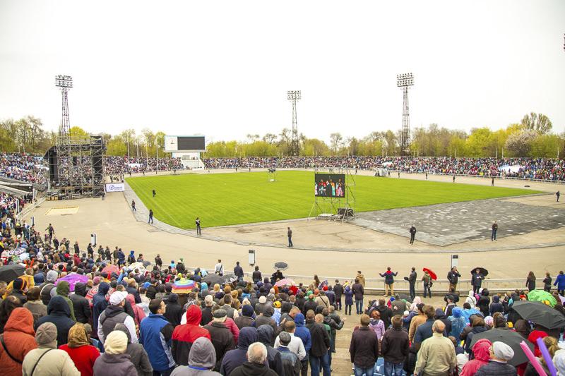 20 000 человек четыре часа подряд молились Богу в Днепре