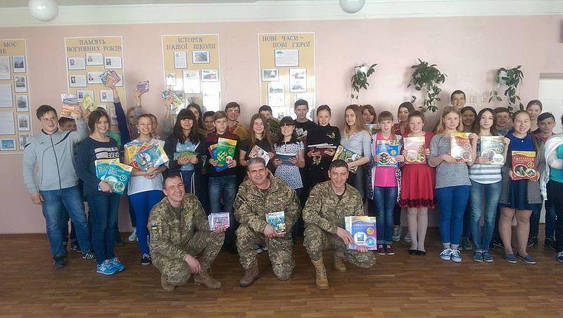 У Харкові духовенство і віряни УАПЦ та УПЦ КП спільно провели акцію на підтримку освітніх установ Донбасу