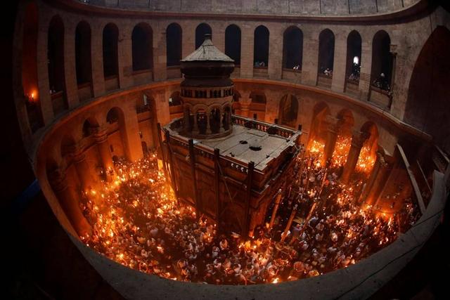 """Полтавский священник рассказал о манипуляциях, связанных со """"схождением Благодатного огня"""""""