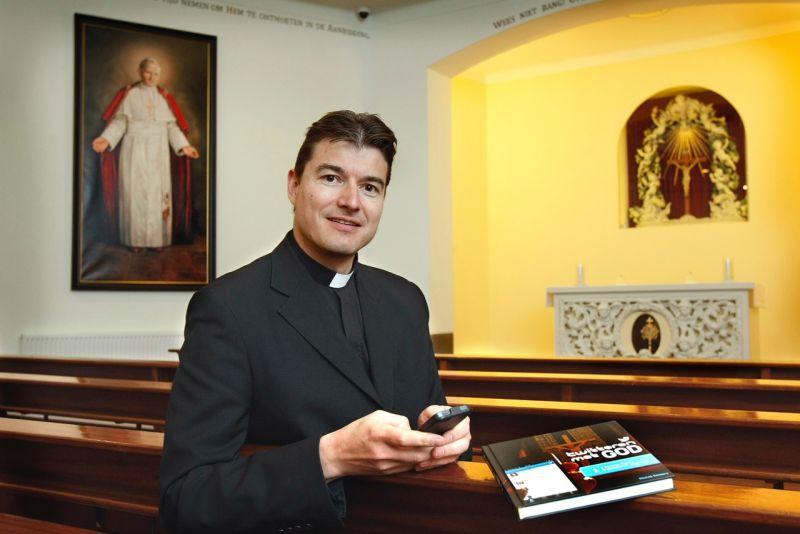 """Голландський священик приїде в Ужгород на презентацію книги """"Твіти з Богом"""""""
