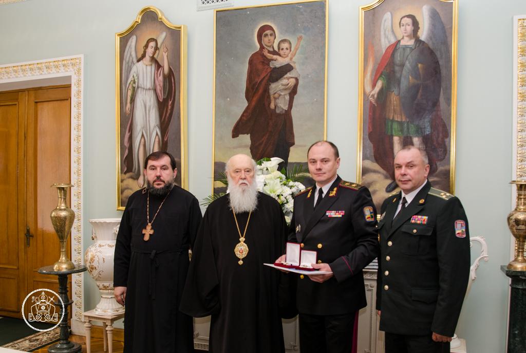 Патріарх Філарет нагородив військових медиків