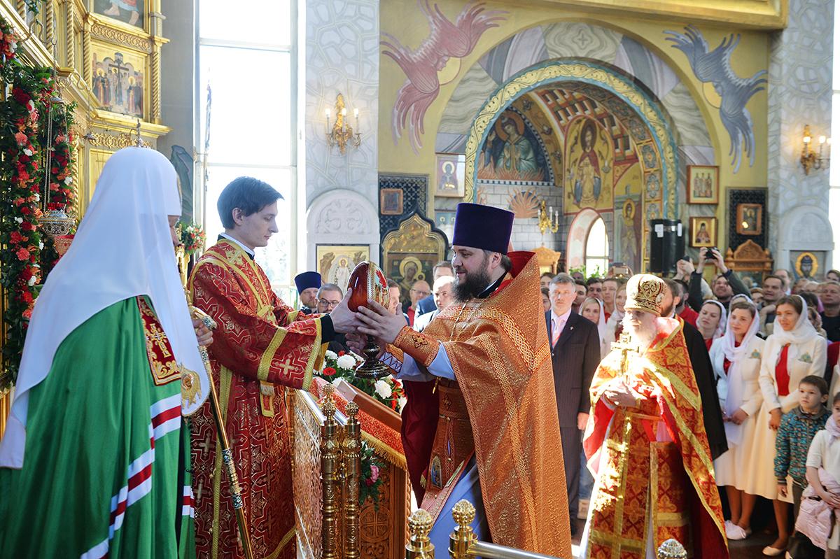 Иерархи РПЦ видят небесную поддержку России в отрыве Крыма от Украины, и СССР — в победе над Германией