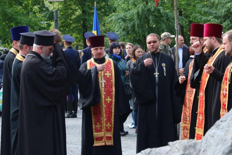 За участю духовенства у Дніпрі відкрили наймасштабнішу в Україні Алею пам'яті загиблих воїнів АТО