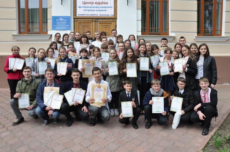 В Острозькій академії встановили черговий рекорд України, прочитавши молитву «Отче Наш» на 24 мовах